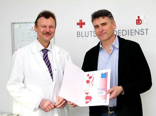Das Rote Kreuz gratulierte Robert Klucsarics (r.).  Foto: RK