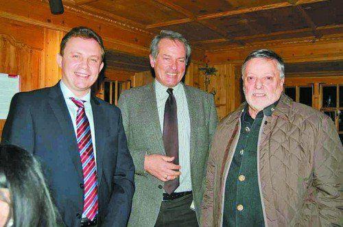 Der weißrussische Botschaftsrat Andrey Shuplyak mit Bürgermeister Karl Hueber und Standesrepräsentant Rudi Lerch (v. l.). Fotos: str