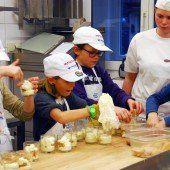 Miniköche versuchten sich als Bäcker