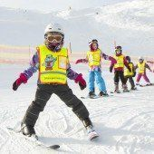 Skilehrer in Angriffsposition