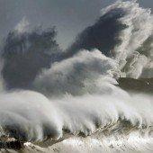 Bis zu zehn Meter hohe Wellen in Nordspanien