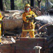 Buschbrände in Australien zerstören Dutzende Häuser