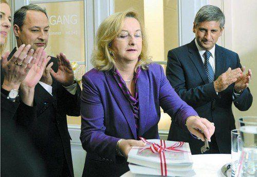 """Ex-Finanzministerin Fekter bei der Amtsübergabe an Spindelegger (r.): """"Fekter kann froh sein, dass sie nicht mehr Ministerin ist."""" Foto: APA"""