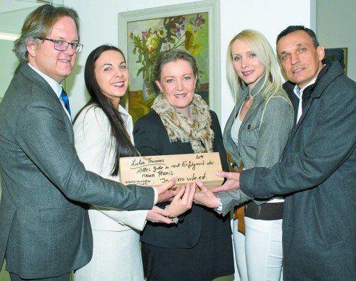 Internist Dr. Thomas Gasser mit Gattin Sabine und Assistentin Christine Bolter, Julia und OA Berthold Meusburger (v. l.).  FOTOS: FRANC