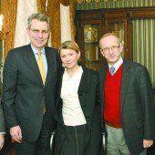 Julia Timoschenko mit Vertretern der USA und der EU (r.). Foto: RTS