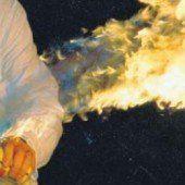 Haarspray als Flammenwerfer benutzt