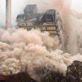 Lücke in der Skyline: Hochhaus gesprengt