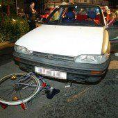 Mit Kopf die Heckscheibe zertrümmert: Radfahrer auf Schadenersatz geklagt
