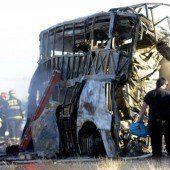 Lkw rammt Reisebus: 17 Tote bei Geisterfahrt