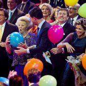 Niederländer danken Beatrix mit Ovationen