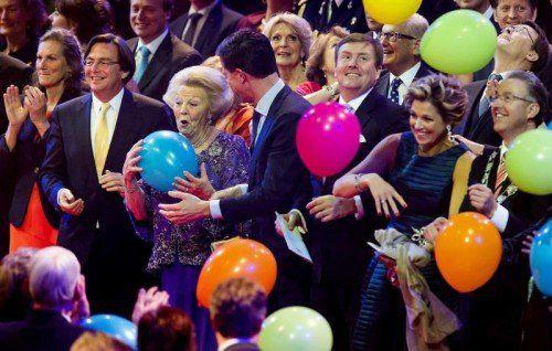 Neun Monate nach dem Thronwechsel haben die Niederlande ihrer ehemaligen Königin Beatrix mit einem Gala-Abend gedankt. Foto: epa