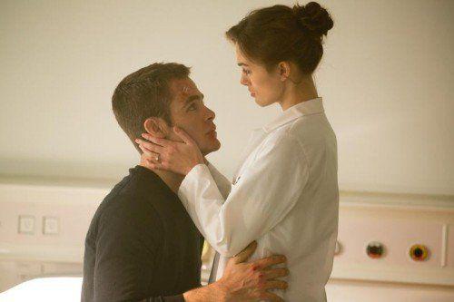 Nicht einmal seiner Verlobten Cathy Muller (Keira Knightley) darf Jack Ryan (Chris Pineand) erzählen, woran er arbeitet. Foto: Paramount