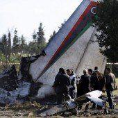 Maschine zerschellt: Elf Todesopfer