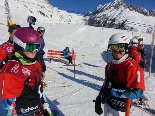 Christine Holzer (links) feierte in der Schweiz ihren nächsten Sieg. Rechts die Montafonerin Sophia Ganahl. Foto: Privat