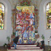 Fastentuch vor dem Altarbild in Haselstauden
