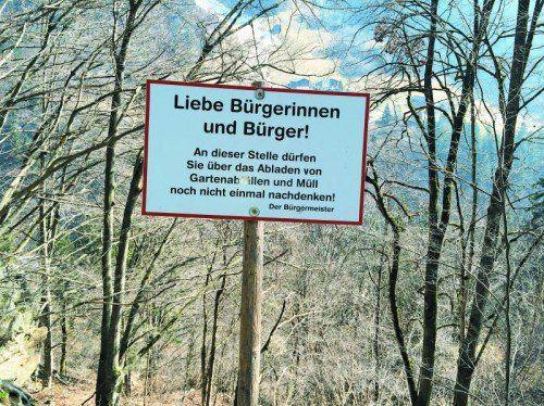 Die humorigen Verbotsschilder haben die Situation verbessert, glaubt Bürgermeister Vallaster.