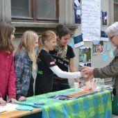 Jugendliche informieren über den Wert des Wassers