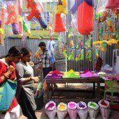 Vorbereitungen auf das Fest der Farben in Indien