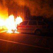 Polizeiauto vorsätzlich in Brand gesteckt