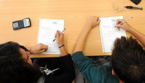Die Bundesschülervertretung kritisiert das weiterhin hohe Ausmaß des Frontalunterrichts in den Klassenzimmern. APA