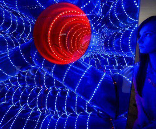 Im Rahmen der Light + Building werden auf der Luminale 170 Lichtkunst-Installationen gezeigt.  Foto: EPA