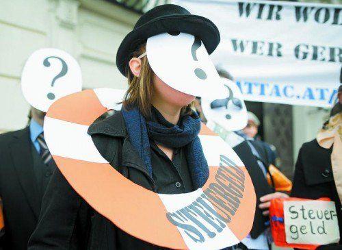 """Protestaktion vor dem Kanzleramt: Wer sind die Hypo-Gläubiger, die ihr Geld aufgrund der """"Bad Bank""""-Lösung zurückbekommen sollen? Foto: APA"""
