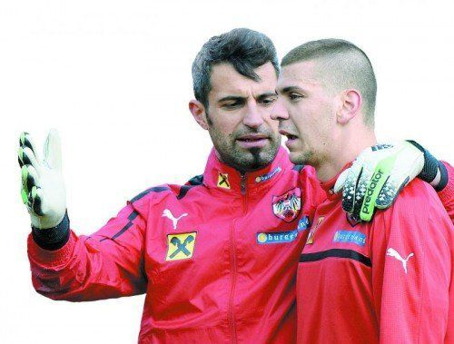 Ramazan Özcan (l.) mit Kiew-Legionär Aleksandar Dragovic. Foto: gepa