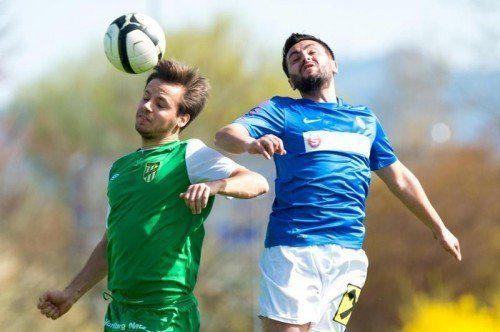 Serkan Karatas (r.) erzielte beide Treffer für den FC Lustenau gegen die Austria-Lustenau-1b-Mannschaft. Foto: stiplovsek
