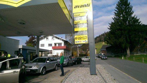 An der Avanti-Tankstelle in Hittisau konnte man gestern um 90 Cent pro Liter tanken.  Foto: Avanti