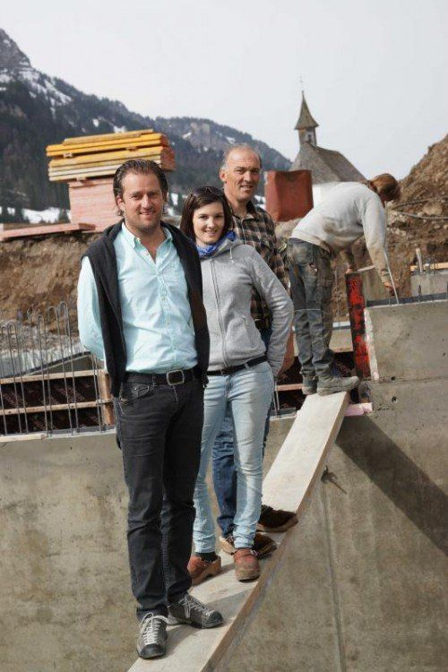Architekt Jürgen Hagspiel mit Andrea und Hubert Egender.  LB