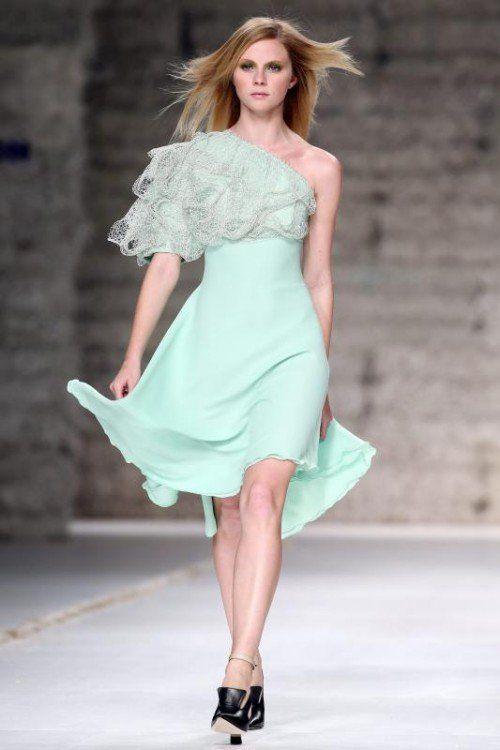 Auch dieser Designer, der seine Kollektion bei der portugisieren Fashion-Week vorstellte, setzt auf Pastell. Foto: epa