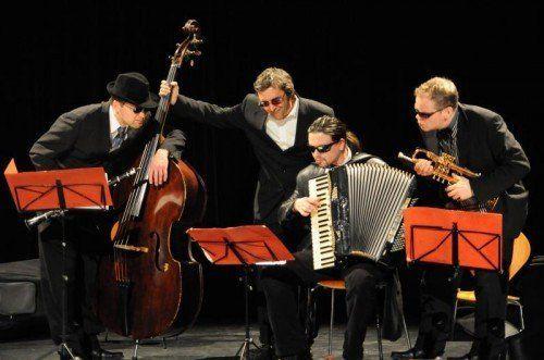 """Barockes von Purcell, Neues von Üstün, moderne Klassik von Strawinsky, Tangos – all das begleitet """"Die Schurken"""" auf der """"Odyssee"""".  Foto: Schurken"""