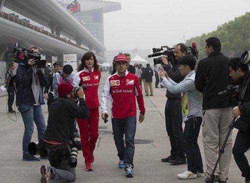 Beim spanischen Ferrari-Piloten Fernando Alonso ist auch in Schanghai die schlechte Laune sichtbar. Foto: epa