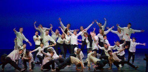 """Breakdance-Gruppen aus der Region fungierten am Samstagabend noch als Anheizer für die Show """"Red Bull Flying Bach"""". Foto: VN/Steurer"""