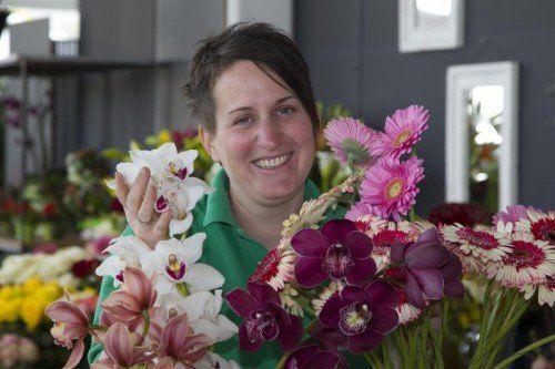 Caroline Ertl fühlt sich inmitten der Blumenpracht wohl.    Foto: VN/Paulitsch