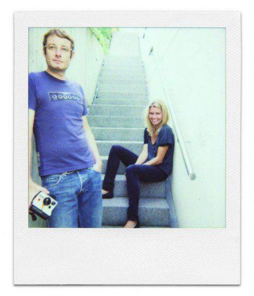 """Das Buch """"SMALL WORLD II – 23 in Vorarlberg"""" wird heute im Theater Kosmos in Bregenz vorgestellt. Es liest Augustin Jagg. Eine Ausstellung mit Originalfragebögen, eine Polaroidfotoecke und Fragebögen zum Selberausfüllen runden den Abend ab. foto: pzwei"""