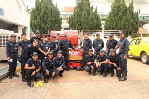 Das Löschunterstützungsfahrzeug LUF sorgt an der Feuerwehrschule in Singapur für Begeisterung.  Rechners