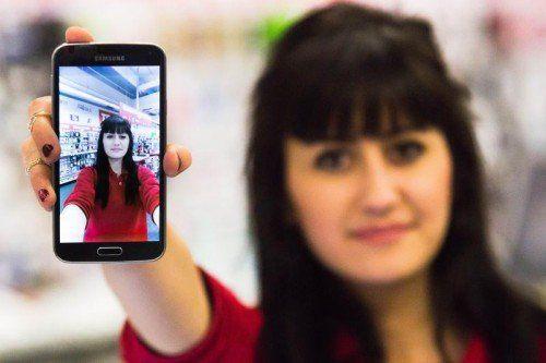 Das neue Galaxy S5 punktet unter anderem mit einer blitzschnellen 16-Megapixel-Kamera.  Foto: VN/Steurer