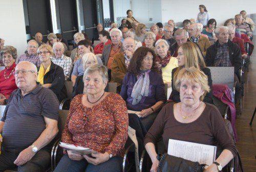 Das zahlreich erschienene Publikum folgte aufmerksam den Ausführungen des Experten aus Tirol.