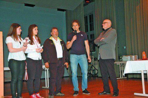 Der Eishockeyverband ehrte Hanna Schertler, Miriam Grauf, Thomas Hackenberg (für Christian Ban) und Martin Grabher-Meier. VEHV/Marent