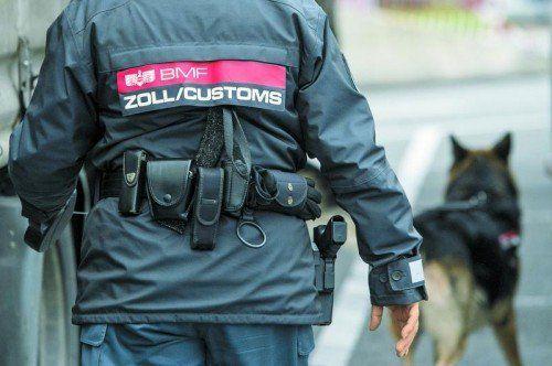 Der Fall Hoeneß hat zu vermehrten Bargeldaufgriffen geführt – das geht aus jüngsten Daten sowohl deutscher als auch österreichischer Behörden hervor. Foto: Stiplovsek, DPA