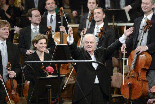 Der international wirksamste Auftritt der Wiener Philharmoniker erfolgt jeweils beim Neujahrskonzert wie hier mit Barenboim.  FOTO: APA