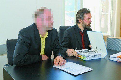 Der Kläger (l., im Bild mit Klagsvertreter Michael Battlogg) wollte vom Casino 1,6 Millionen Euro zurück.