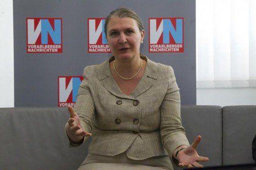 Die britische Botschafterin Susan le Jeune d'Allegeershecque auf Besuch in der VN-Redaktion. FOTO: PAULITSCH
