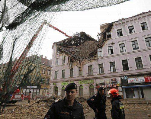 Durch die Wucht der Explosion stürzten die beiden oberen Stockwerke des Hauses in der Mariahilfer Straße ein. Foto: Reuters