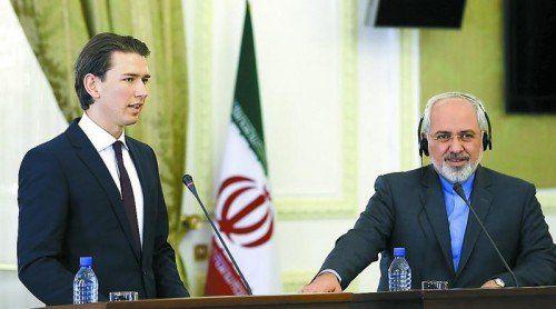 Eine Woche nach Israel besuchte Außenminister Sebastian Kurz (l.)gestern den Iran und traf dort seinen Amtskollegen Javad Zarif. Foto: EPA