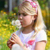 Emilie und die Pusteblumen – so schön kann der Frühling sein