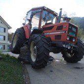 Betrunkener Traktorfahrer prallte gegen Stein