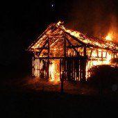 Feuer zerstörte Viehweidestadel in Mellau
