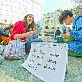 Schul-Sparpaket: Sitzstreik vor dem Bildungsministerium